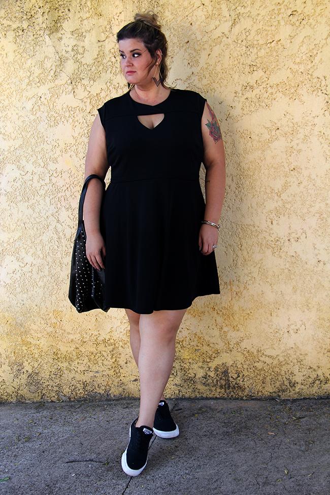 vestido preto plus size 21