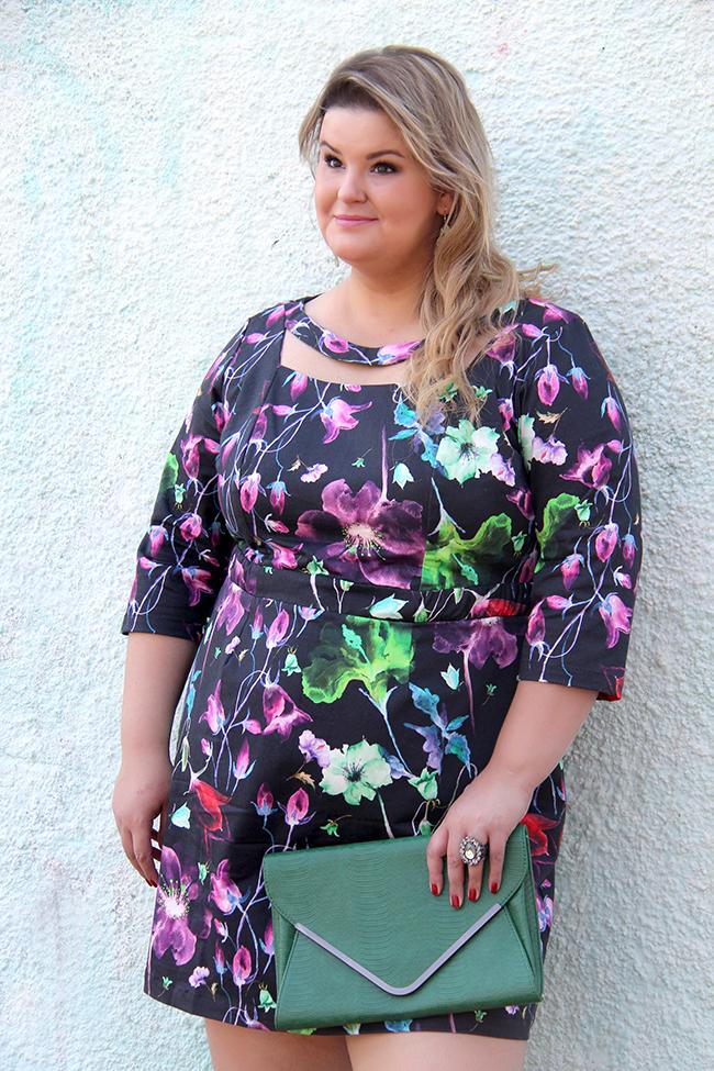 vestido florido plus size cafuza 10 - grandes mulheres