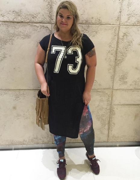 a0af68a864 como usar camiseta com fenda 3 - grandes mulheres