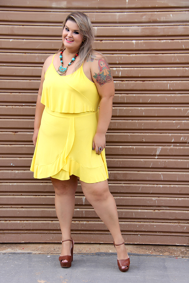 vestido amarelo plus size 4 - grandes mulheres