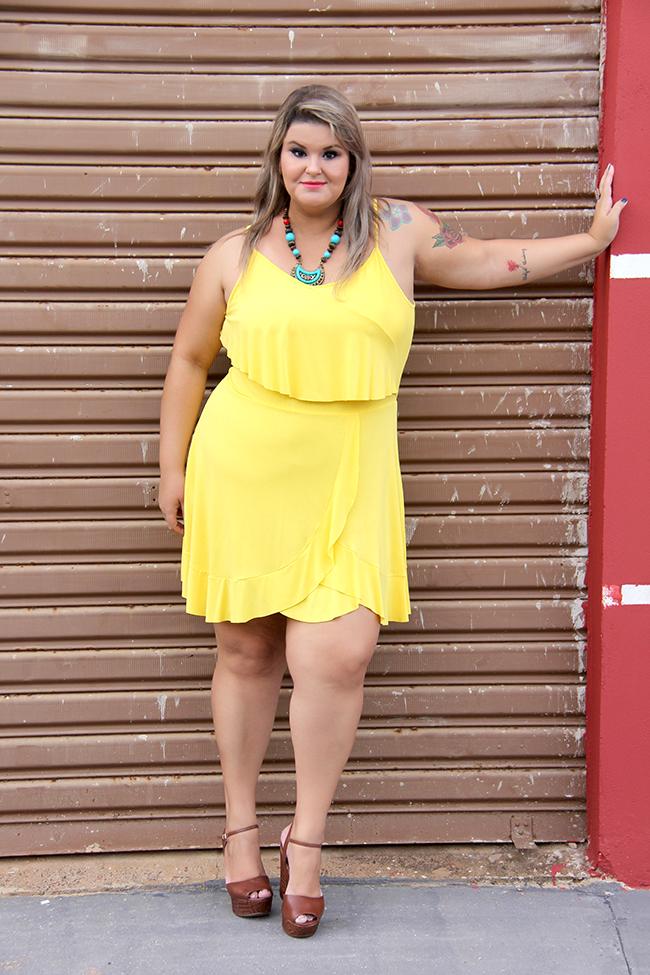 vestido amarelo plus size 8 - grandes mulheres