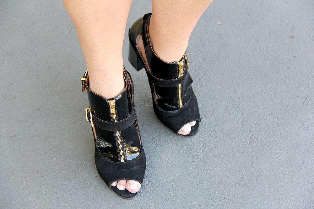 sandália preta de salto grosso - julia plus - grandes mulheres