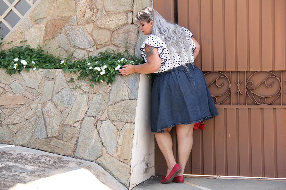 saia-jeans-plus-size-e-blusa-da-sorte-moda-plus-size-look-do-dia-plus-size-moda-para-gordinhas-grandes-mulheres-11
