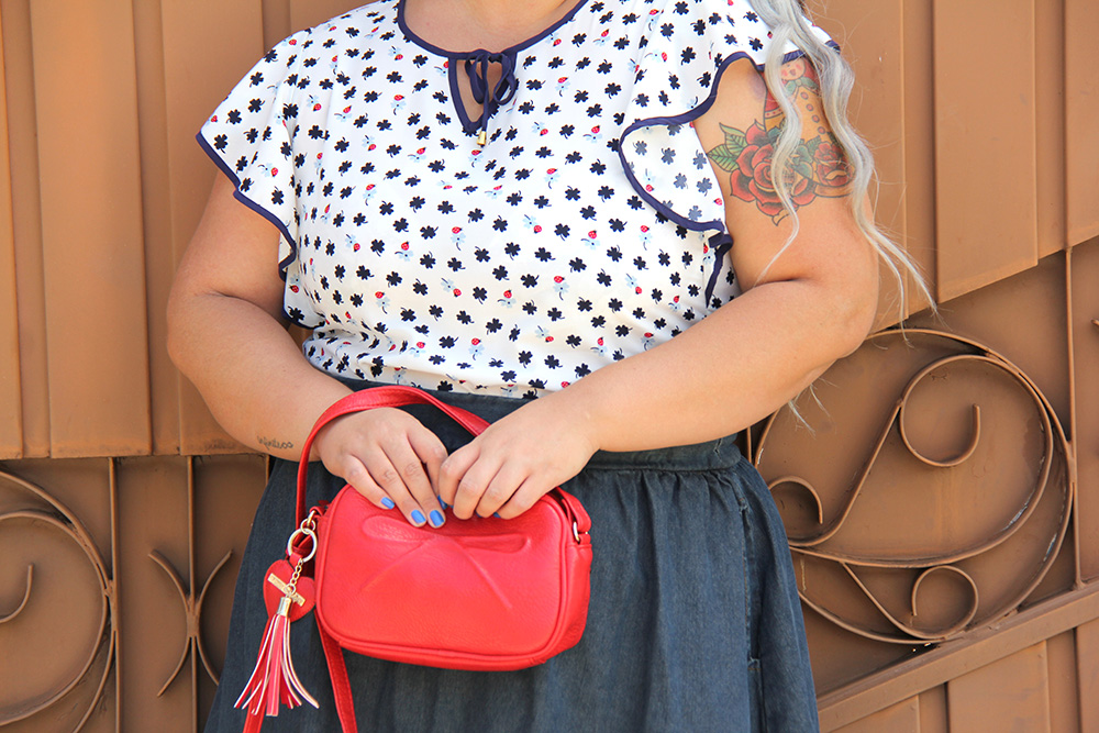 saia-jeans-plus-size-e-blusa-da-sorte-moda-plus-size-look-do-dia-plus-size-moda-para-gordinhas-grandes-mulheres-7