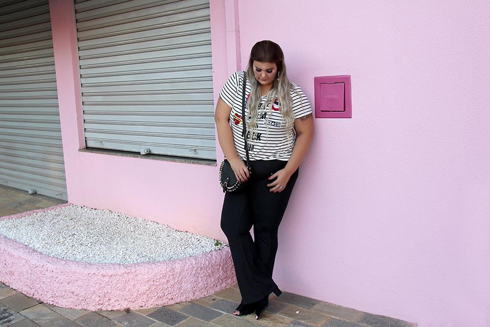 camiseta-com-patches-e-calça-preta-moda-plus-size-miss-masy-grandes-mulheres-moda-plus-size-barata-9