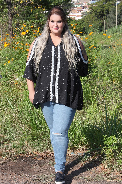 jeans plus size Levi's e blusa de bolinhas: look do dia
