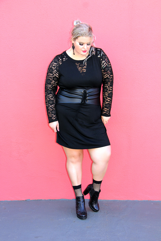 Vestido com corset e renda preta