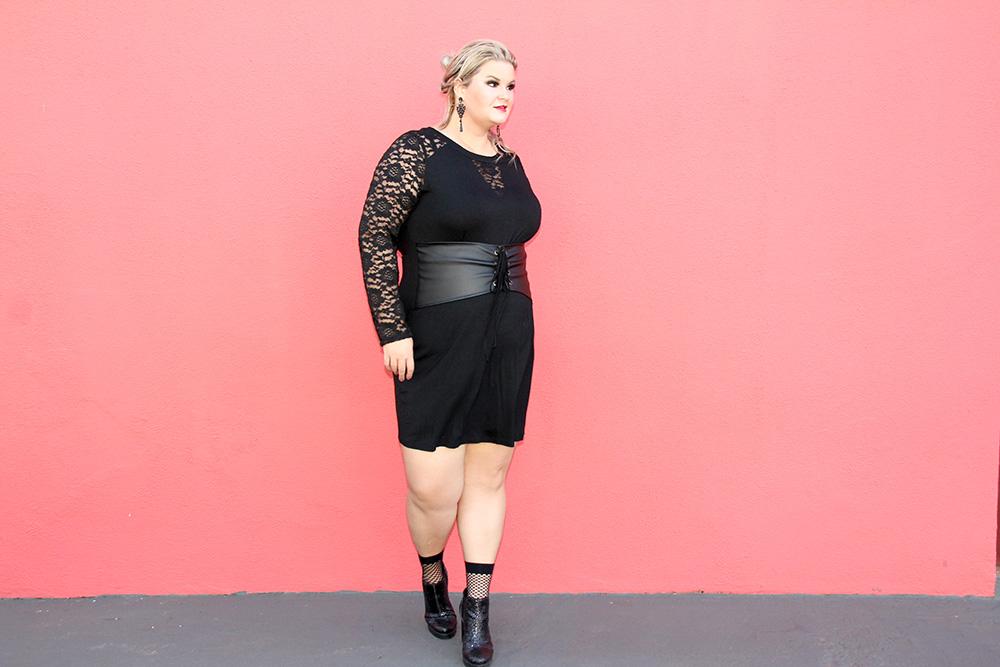 Vestido com corset: look do dia plus size