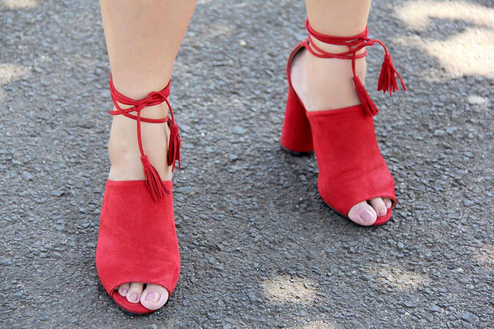 Sandália vermelha com tiras e amarração Santa Lolla