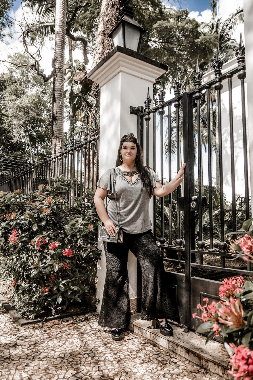 Calça flare com renda e blusa com pedrarias: um look fashion e arrumadinho da Predilect's Plus!