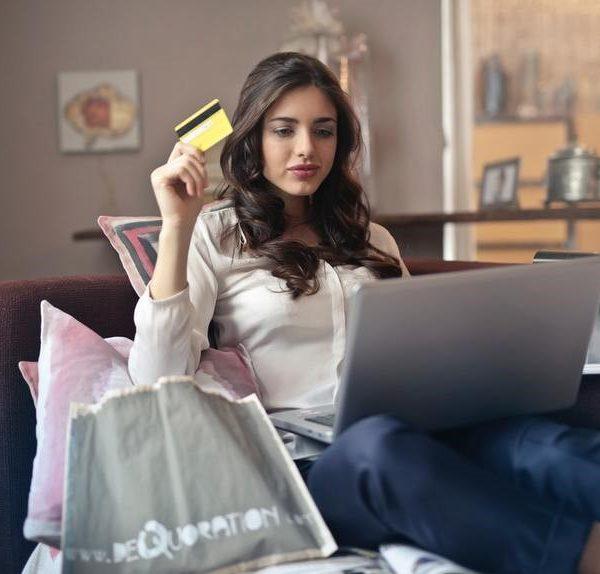 A saúde financeira da mulher: por que falar de dinheiro não pode mais ser tabu