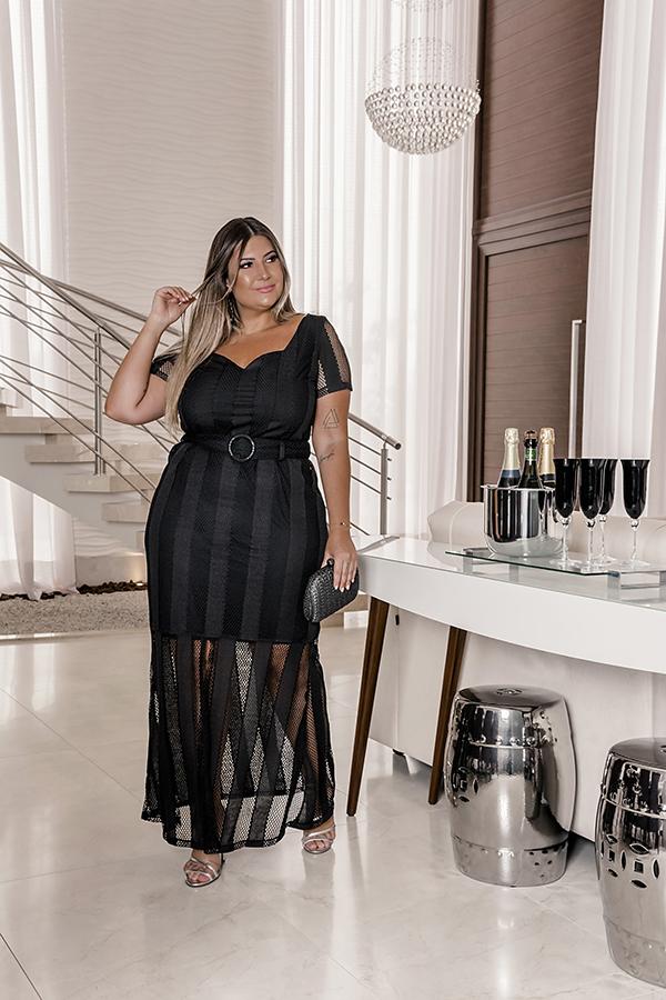 Vestido preto plus size: sugestão de look da Predilect's Plus