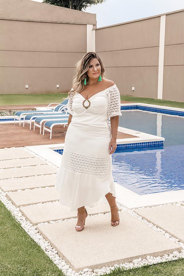 Vestido branco plus size: sugestão de look para o ano novo